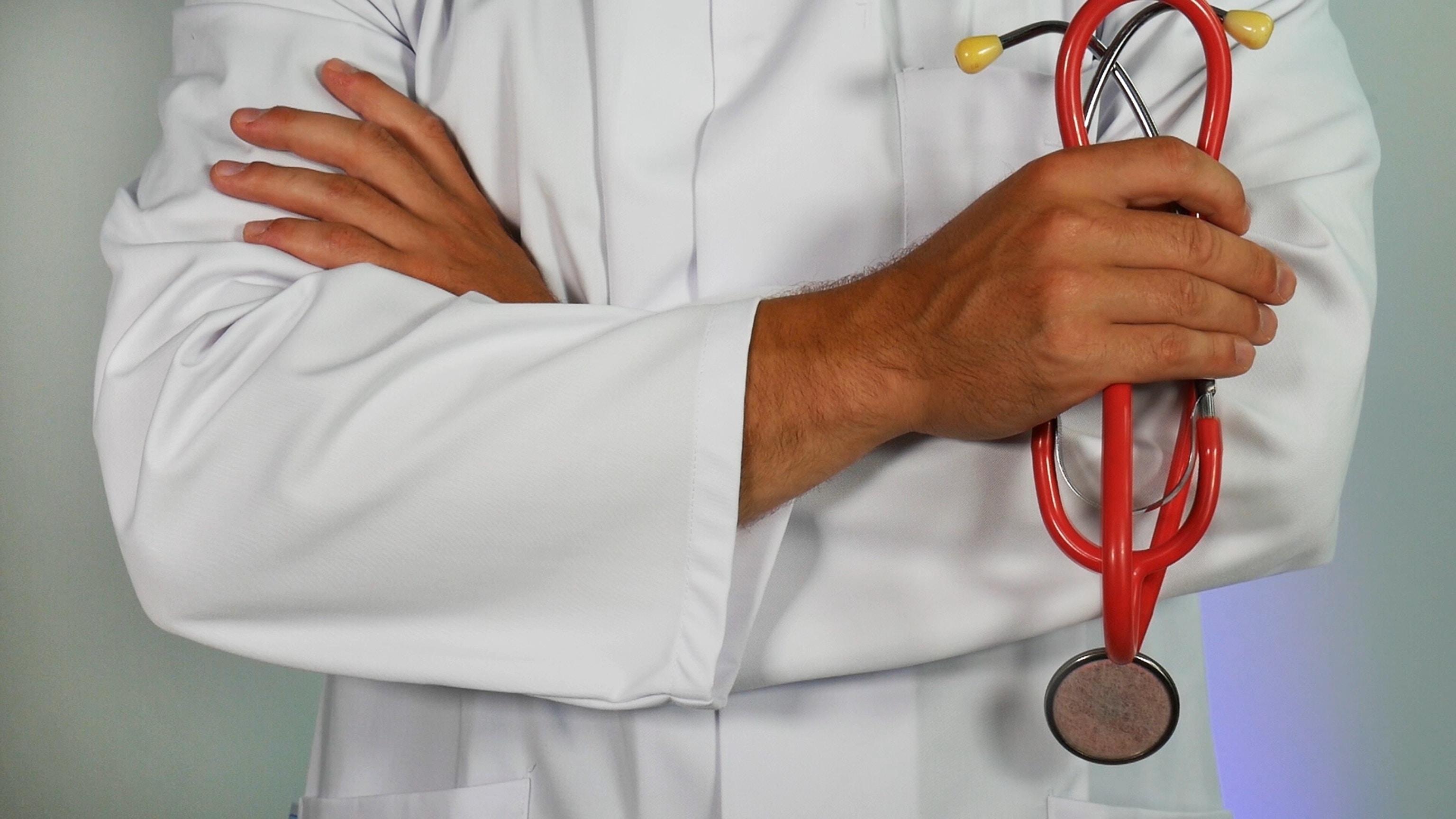 Exerço a função de médico autônomo e empregado em hospital particular e minha aposentadoria especial foi negada pelo INSS. O que eu faço?